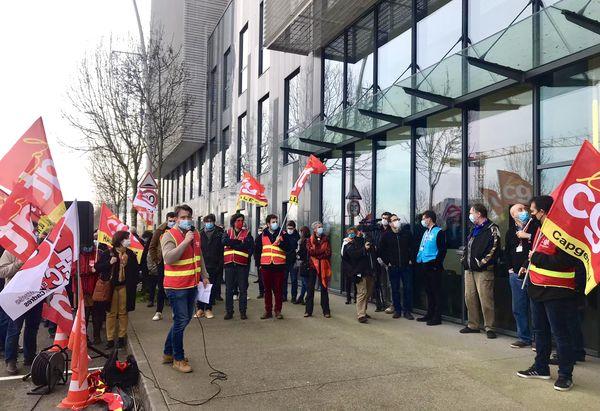 Ils étaient environ 200 salariés ce jeudi 21 janvier 2021, mobilisés devant les locaux de Akka Technologies à Blagnac, près de Toulouse.