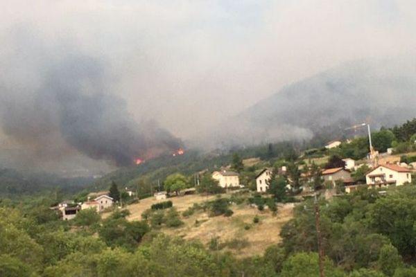 Les parties pentues posent des de vraies difficultés d'accès pour les pompiers. Les habitations menacées se trouvent sur le lieu-dit de Concise