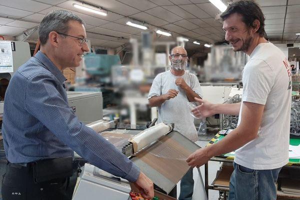 Dans l'atelier de production de l'ESP, le dirigeant, Christophe Bertrand, le chef d'atelier, Carlos Batista-Mendes, et le responsable de l'atelier de soudure, Jean-Baptiste Duban.