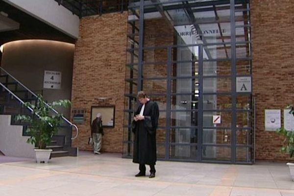 Le hall de la cité judiciaire à Dijon