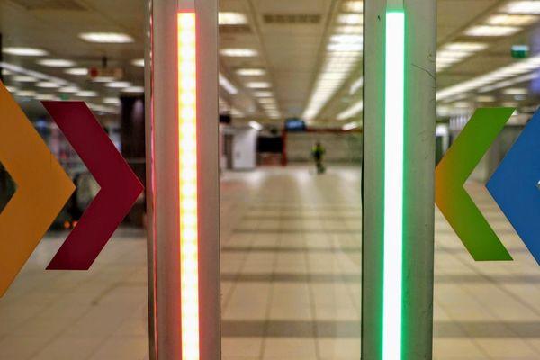 Une vue de la station de métro Gare Lille-Flandre, déserte.
