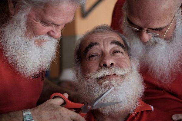 Les préparatifs du Père Noël ont commencé.