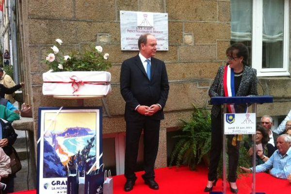 Inauguration d'une plaque à Granville sur l'Hôtel Matignon.