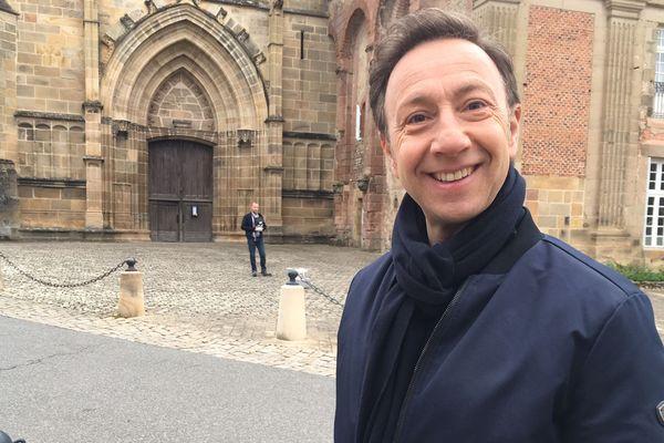 Stéphane Bern en tournage à Souvigny dans l'Allier pour Le Village préféré des Français