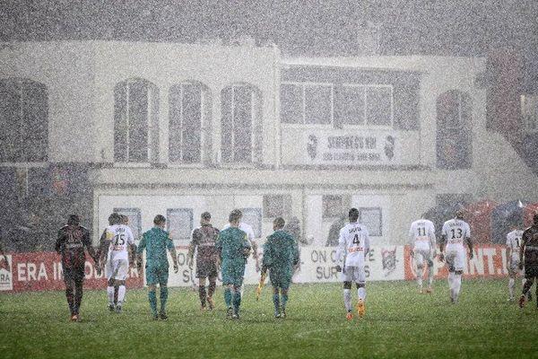 29/10/15 - Coupe de la Ligue - GFC Ajaccio-Guingamp arrêté par la pluie et reporté