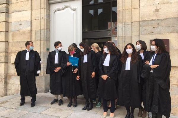 Dans plusieurs palais de justice en France, comme ici à Vesoul, la grogne monte contre le garde des sceaux Eric Dupont-Moretti.