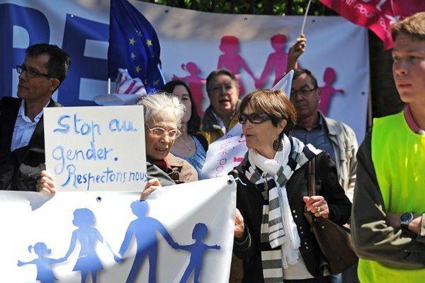 Manifestants contre la journée de la jupe à Nantes au printemps dernier.