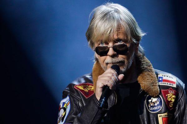 """Le chanteur Renaud est sorti de sa retraite de l'Isle-sur-la-Sorgue pour chanter sa """"Corona song""""."""