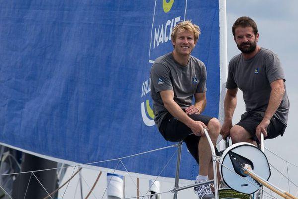 François Gabart (à g.) et Pascal Bidégorry, les deux skippers du maxi-trimaran Macif.