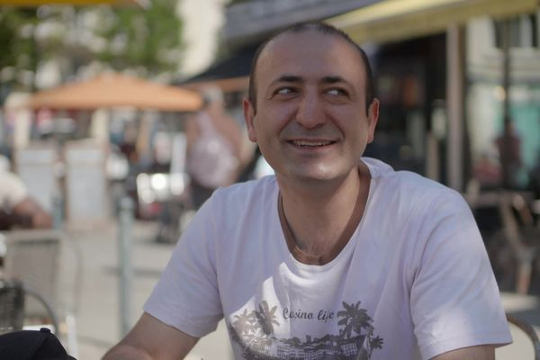 Shahram en terrasse à Rennes