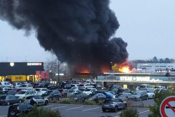 L'incendie s'est déclaré dans un magasin de la zone commerciale de Cormontreuil