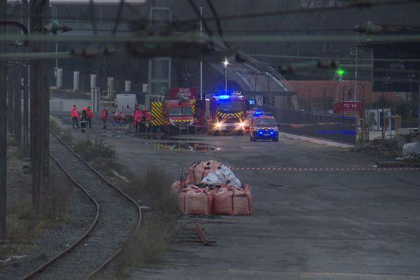 Un service de pompiers spécialisé en risque chimique est intervenu.