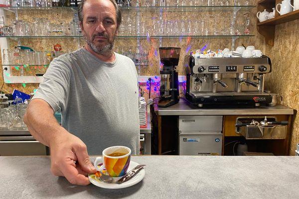 Serge Bonnefous est à la tête du café des Alpins depuis vingt ans.