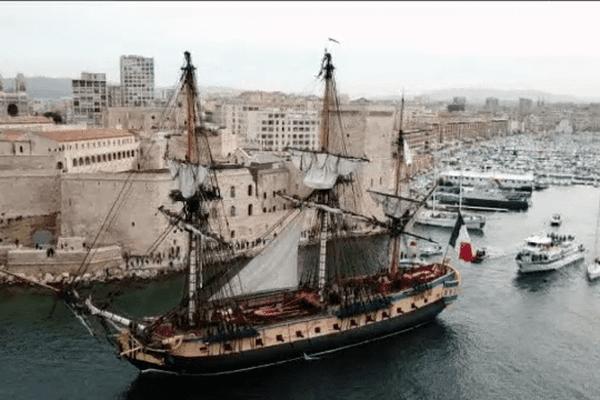 L'Hermione a quitté le Vieux Port de Marseille ce matin vers 9H30