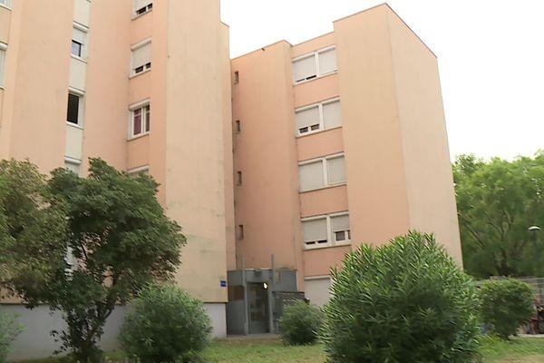 Le Clos d'Orville, une résidence du bailleur social Grand Delta Habitat à Nîmes : une partie des appartements est infesté par des punaises de lit.