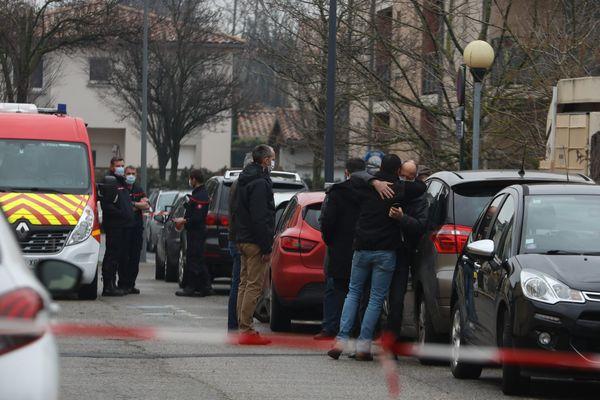 Le 28 janvier dernier, un meurtrier tue 2 personnes par balles. Mais ce jour-là, 21 personnes interviennent, chacune à son niveau, pour alerter, secourir, ou stopper le tueur.