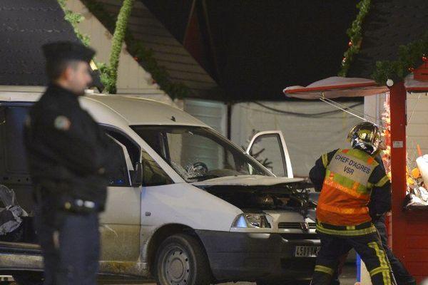 Il était 19H00 quand la camionnette a foncé dans la foule du marché de Noël de Nantes