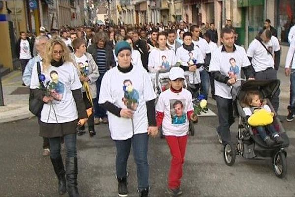 Marche blanche dans les rues de Pontarlier en hommage à Julien Bideaud