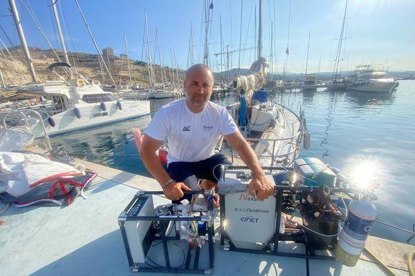 Dernière étape, Marseille. Le skipper du Vendée Globe a ralenti sa cadence pour permettre au capteurs d'effectuer des mesures de pollution en mer plus précises