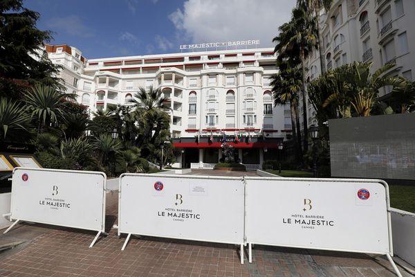 Sur la Croisette à Cannes, le Majestic et le Martinez se préparent aussi à accueillir de nouveau des clients.