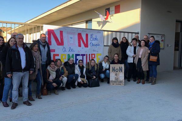 Combas (Gard) - des parents d'élèves occupent l'école maternelle - 11 févier 2019.