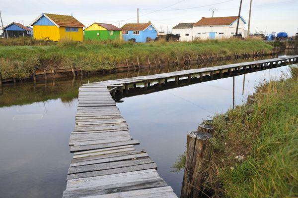 Claires servant à affiner les huîtres dans le bassin de de Marennes d'Oléron à Bourcefranc-le-Chapus (Charente-Maritime).