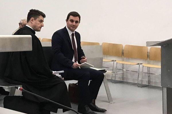 Caen le 15 février 2018 : Romain Bail à côté de son avocat, maître Jourdan.
