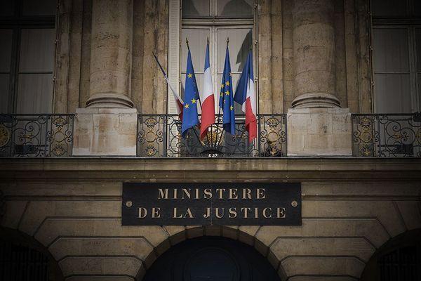 Notre justice est-elle sinistrée ? dans Enquêtes de Région, Mercredi 20 février après Soir 3.