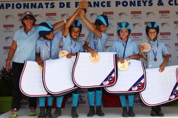 Les benjamins licenciés au club des Cavaliers de la vallée du Rance en Aveyron ont remporté une médaille d'or en pony-games.