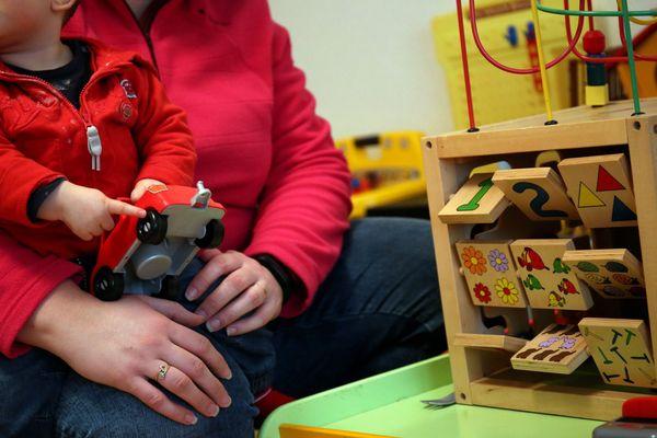 Les assistantes maternelles pourront accueillir les enfants pendant les trois semaines de fermeture des crèches et des écoles primaires au mois d'avril.
