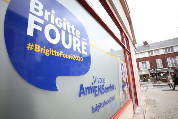 La vitrine du local de la permanence de Brigitte Fouré, candidate à sa succession à la Mairie d'Amiens, a été retrouvé tagué ce 21 février (photo prise la veille des faits).