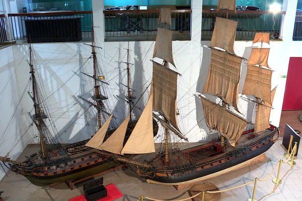 Deux modèles réduits de frégates qui existaient sous Louis XIV au musée national de la Marine à Toulon.
