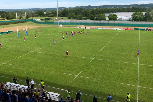 L'Union Cognac-St-Jean-d'Angély s'est incliné 19 à 16 devant Mâcon en finale du Challenge Yves du Manoir.