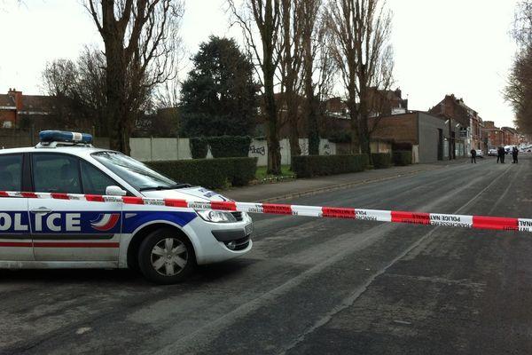 Les policiers ont bloqué l'accès à la rue Belle-vue à Lille-Fives.