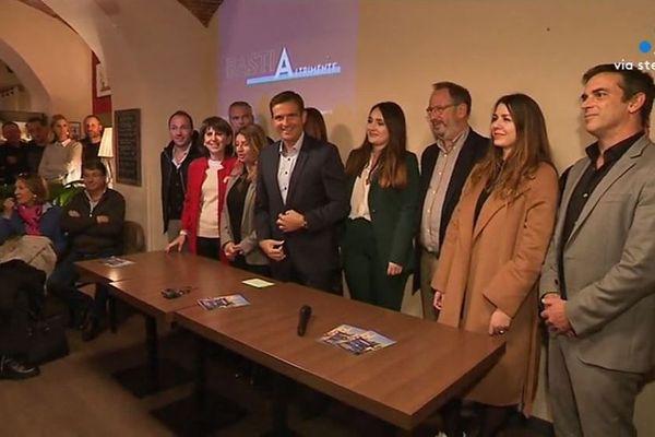 Jean-Martin Mondoloni, candidat aux élections municipales 2020 à Bastia entouré de ses soutiens lors de la présentation de sa démarche.