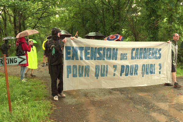 Des centaines de personnes se sont retrouvées à Saint-Colomban pour cette première journée d'action.