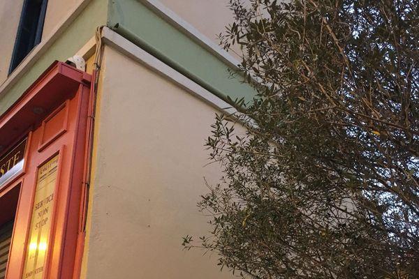 A Ajaccio, le panneau indiquant la place Claude Erignac a disparu.