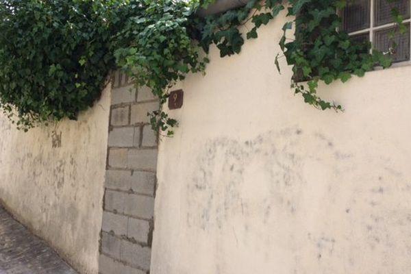 L'accès au petit pavillon où a été découvert le corps a été muré, ce mercredi matin, par des agents municipaux.
