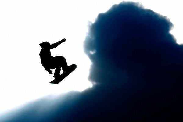 Un big air est un tremplin de neige utilisé pour le ski ou le snowboard, qui permet d'effectuer des figures acrobatiques en l'air.