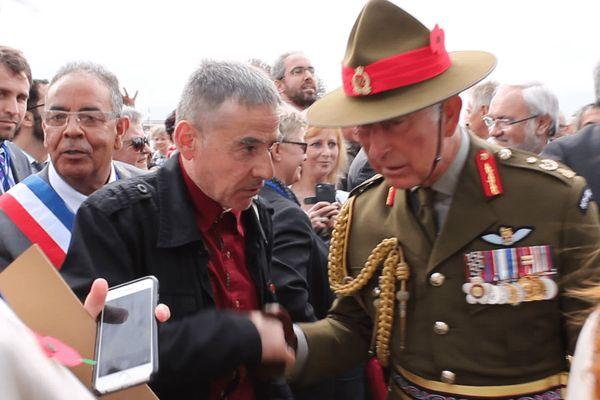 Joseph Courtecuisse avec le prince Charles lors du centenaire de la bataille d'Amiens en 2018