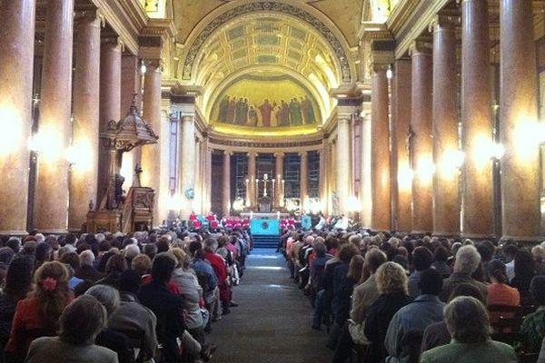 La cathédrale de Rennes pleine pour l'ordination du nouveau prêtre