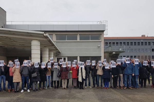 Les enseignants du lycée Bourdelle de Montauban débrayent dans la cour de l'établissement, lundi 27 janvier 2020.