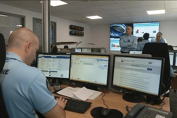 Un vingtaine de militaires est installées à Rennes pour répondre aux questions des citoyens sur les réseaux sociaux