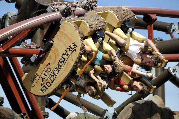 Le Timber Drop. 113°, c'est le record d'Europe d'inclinaison de ce coaster à sensations.