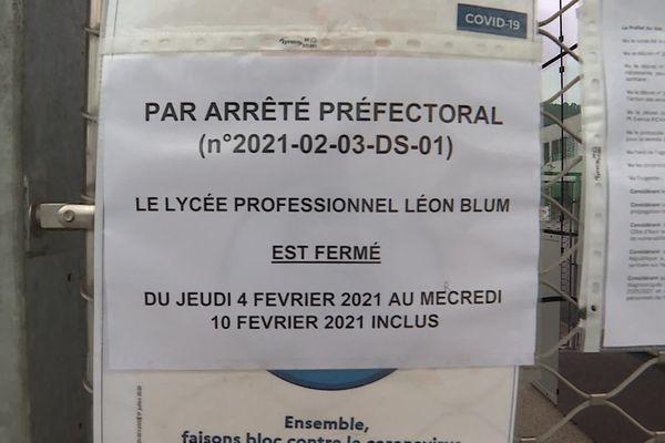 L'arrêté préfectoral a été affiché sur les grilles de l'établissement Léon Blum de Draguignan.