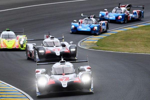 En favorites de l'édition 2019, les deux Toyota n°7 et n°8 ont imposé leur rythme en tête des 24 Heures du Mans dès les premières heures de la course.