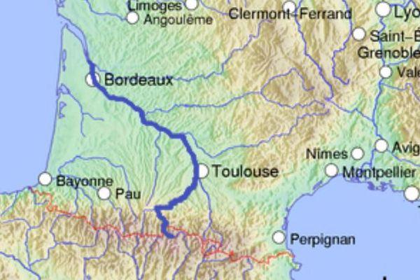 La Garonne prend sa source dans les Pyrénées. Elle s'élargit après Toulouse quand elle est rejointe par ses deux principaux affluents que sont le Tarn et le Lot qui descendent du Massif Central.