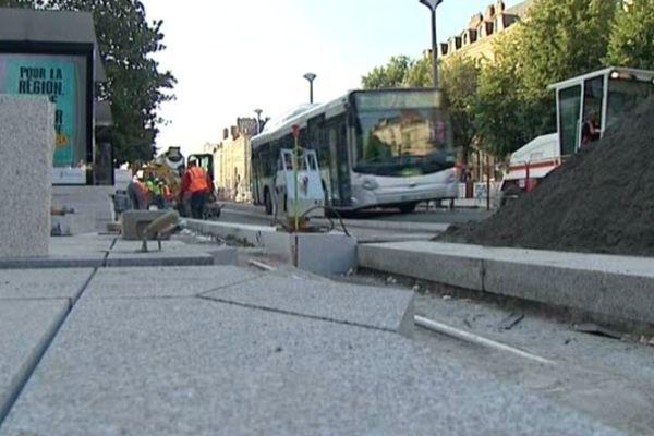 Durant tout l'été, les conducteurs de bus sont restés empêtrés dans les travaux du Cours des 50 Otages