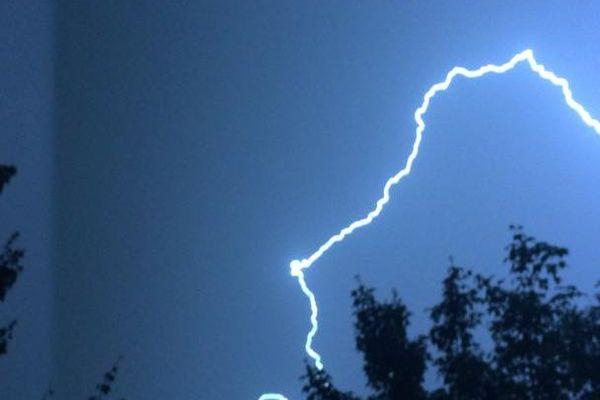 Une internaute nous a envoyé cette photo de l'orage du 12 juin à Grand-Couronne, près de Rouen.