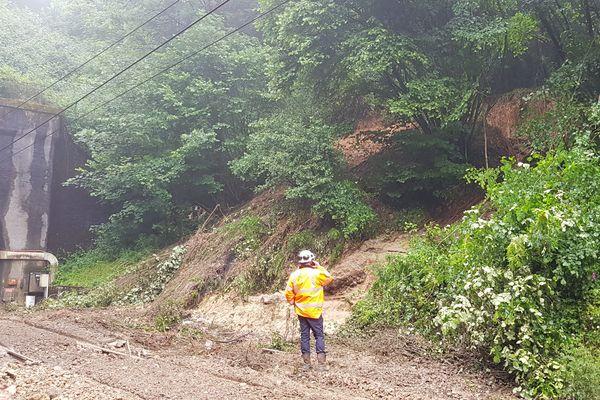 photo SNCF sur la coulée de boue, entre Mézidon et Lisieux